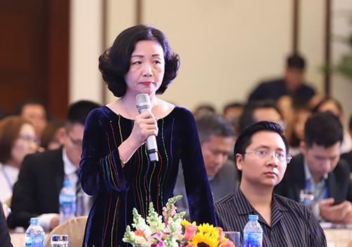 Bà Thạch Lê Anh nêu ý kiến. Ảnh: Nguyễn Đông.