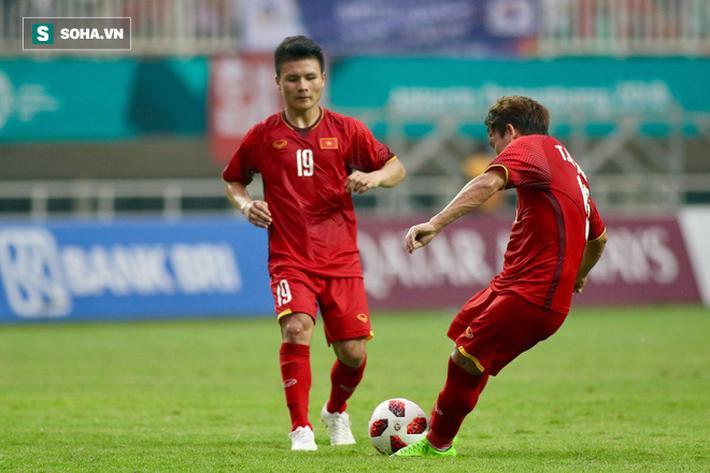 Minh Vương và Quang Hải trong trận đấu với U23 Hàn Quốc