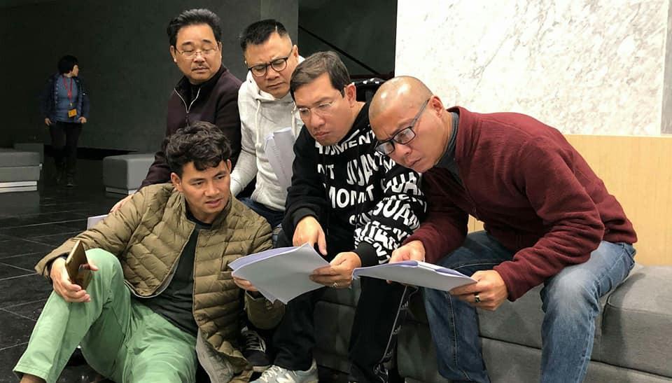 Dù thời tiết Hà Nội đang rất lạnh nhưng các nghệ sĩ vẫn cùng nhau tập luyện cho Táo Quân 2019.