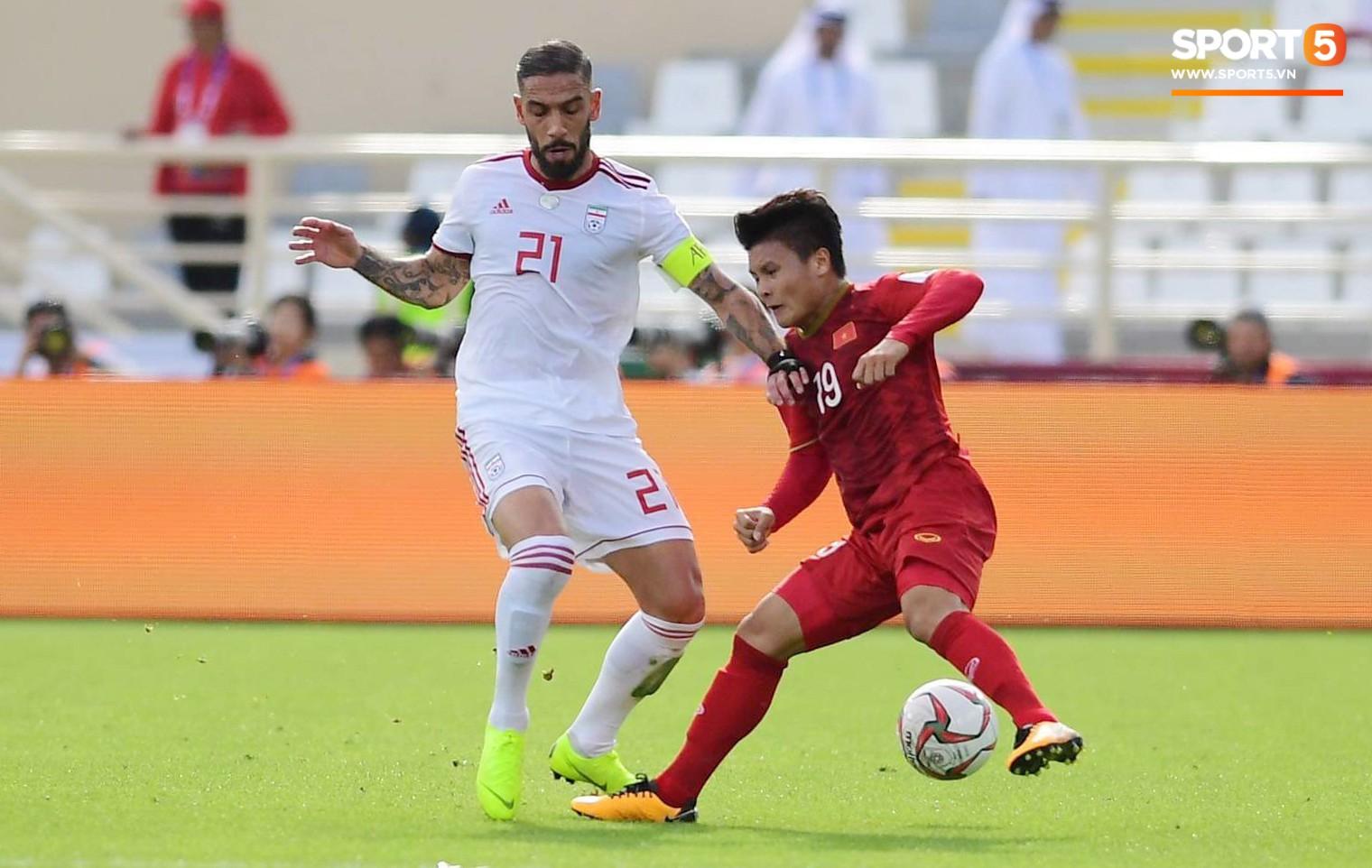 Nguyễn Quang Hải cùng các đồng đội đã thi đấu một trận cầu nhiều cảm xúc khi chạm trán tuyển Iran trên SVĐ Hazza Bin Zayed (Abu Dhabi, UAE).