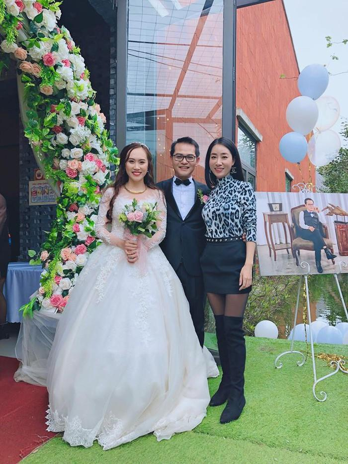 Được biết, sau dịp Tết Nguyên đán, NSND Trung Hiếu sẽ tổ chức tiệc cưới tại Hà Nội vào tháng 3 và quê nhà anh ở Thái Bình.