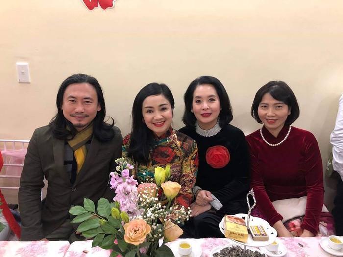 NSƯT Thu Hà cùng nhiều bạn bè khác đã lên Sơn La chúc mừng hạnh phúc Trung Hiếu.