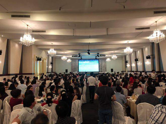 Có lẽ chỉ ở Việt Nam mới có chuyện đến đám cưới để xem bóng đá