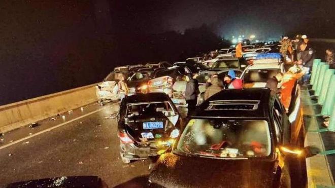Hiện trường vụ tai nạn giao thông liên hoàn. Ảnh: edition.cnn.com