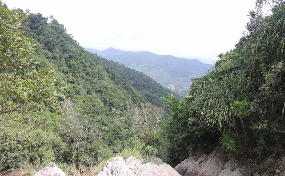 Hố Trời là một cụm gồm 14 ghềnh thác, nằm giữa hai hẻm núi có chiều dài 1,5-2 km. Ảnh: Ngọc Minh