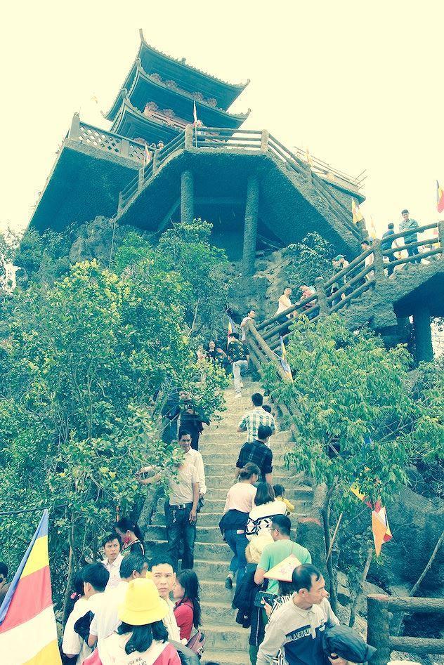 Du khách thập phương trầm trồ trước ngôi chùa