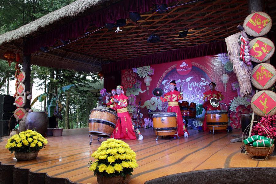 Ngày 14/2, tại Vườn hồng thôn Muồng Châu, xã Vân Hòa, huyện Ba Vì, Hà Nội - nơi được tổ chức Guiness Việt Nam công nhận là vườn hồng lớn nhất Việt Nam đã tổ chức Lễ hội Tết cổ truyền và chào đón miễn phí các du khách tới tham quan.