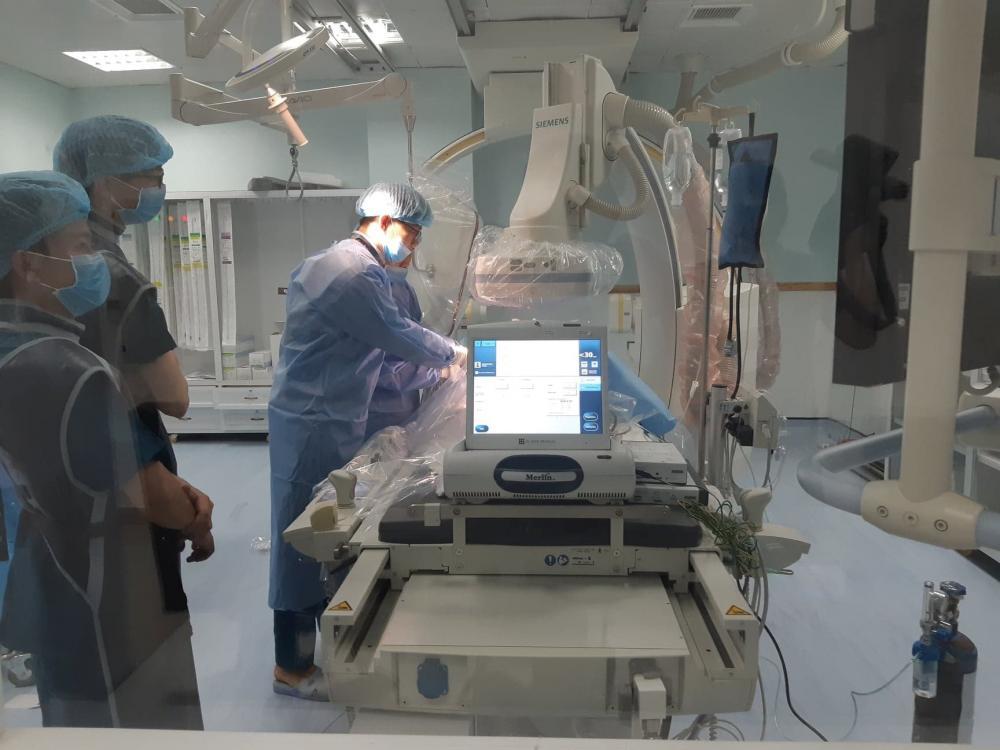 Bệnh viện được trang bị nhiều máy móc thiết bị hiện đại.