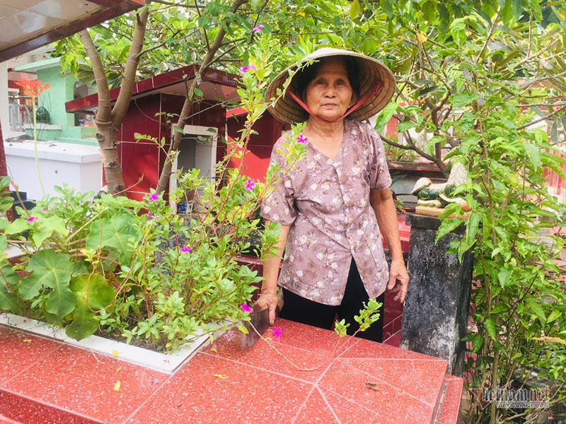 Bà Hương cho biết, có một số thân nhân của người mất đã có những việc thiếu thiện cảm với bà, nhưng bà không buồn. Điều bà mong là chăm sóc tốt cho các phần mộ.