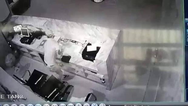 Hình ảnh Toàn trộm tiền tại 1 cơ sở massage.