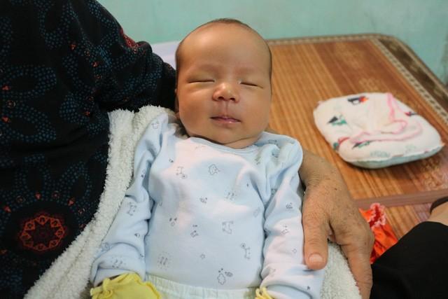 Nhờ nguồn sữa từ các bà mẹ dành cho, bé Gia Hưng sỉnh hẳn