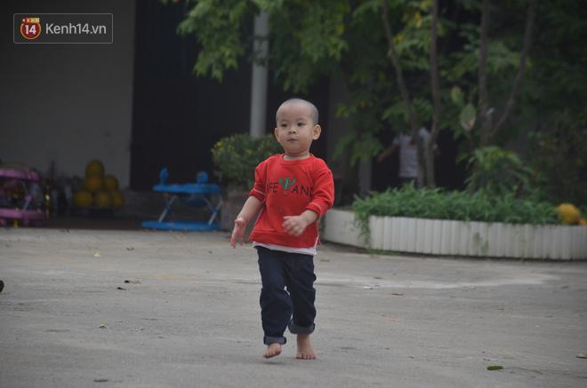 Hình ảnh các bé sống trong sự đùm bọc, cưu mang của chùa Mục Đồng.