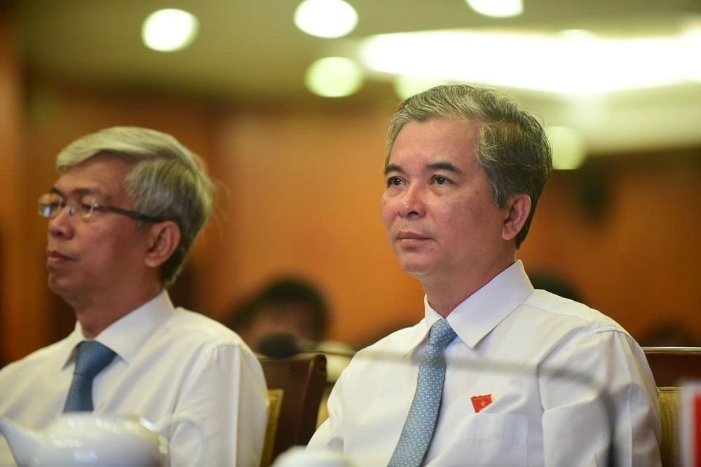 Thiếu tướng Ngô Minh Châu (bên phải) và ông Võ Văn Hoan đượcbầulàmPhó chủ tịch UBND TP.HCM. Ảnh: Thanh Tùng