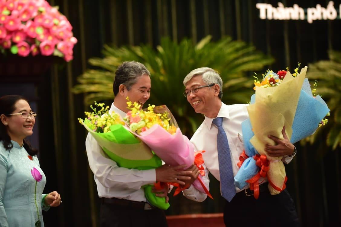 Lãnh đạo Thành ủy và UBND.TPHCM chúc mừng 2 tân Phó chủ tịch.Ảnh: Thanh Tùng