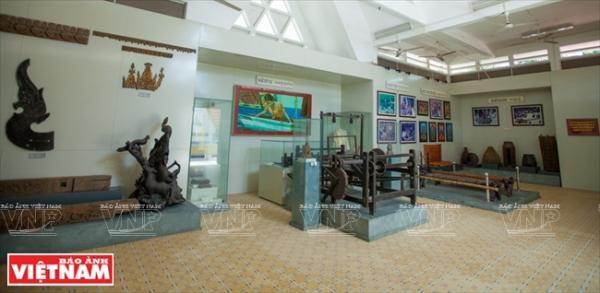 Một góc không gian của phòng trưng bày chủ đề Ngành nghề truyền thống của dân tộc Khmer.