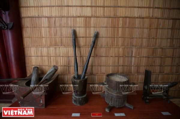 Các vật dụng như chày, cối gỗ dùng trong nhà bếp của các gia đình người Khmer.