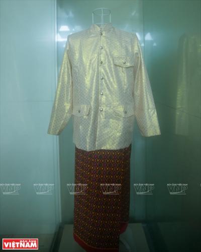 Trang phục truyền thống của người Khmer được trưng bày tại bảo tàng.
