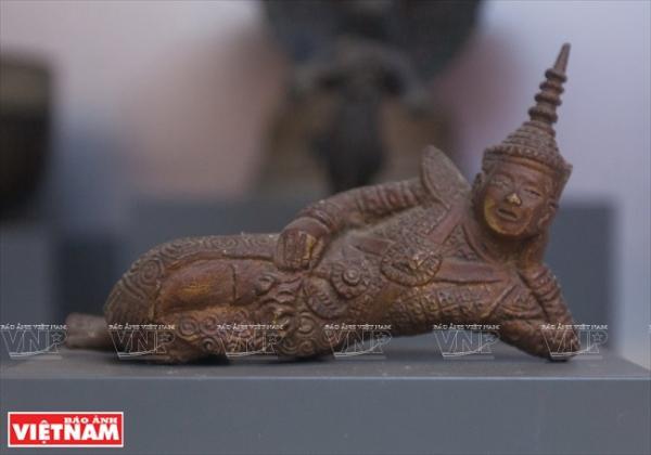Khu vực trưng bày về tôn giáo tín ngưỡng của người Khmer có nhiều hiện vật rất độc đáo, đặc trưng.
