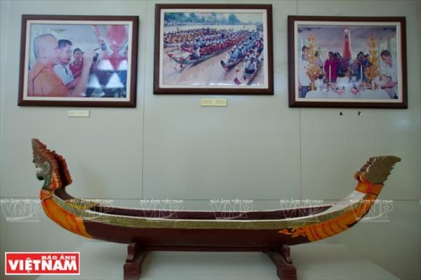 Không gian trưng bày về các hoạt động văn hóa, xã hội đặc trưng gắn bó với cộng đồng của người Khmer.