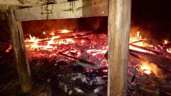 Ngôi nhà bà Chuẩn bị lửa thiêu rụi hoàn toàn.