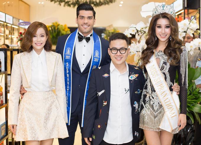 Nhà thiết kế Chung Thanh Phong chụp ảnh cùng Nam vương Siêu quốc gia Gabriel Correa, Hoa hậu Jenny Kim và Hoa hậu Hải Dương.
