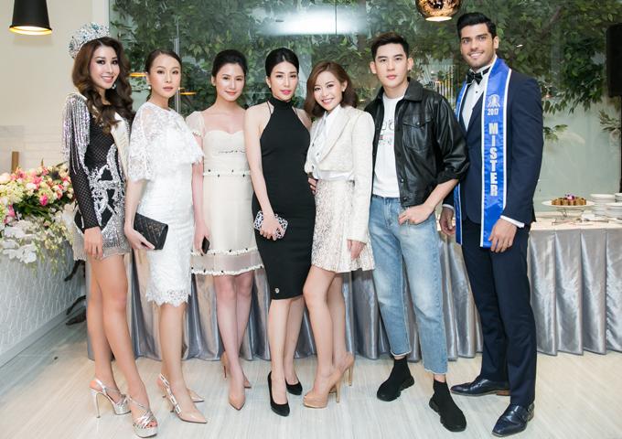 Đêm tiệc còn có người mẫu Thái Hà, Tường Vy tham dự.