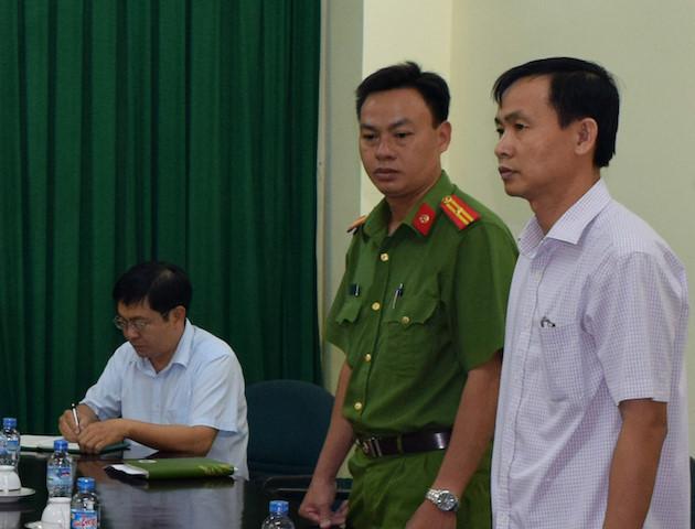 Nguyên Giám đốc Imex Trà Vinh Trần Văn Tâm bị khởi tố, bắt tạm giam (đứng, bên phải). Ảnh: Công an cung cấp.