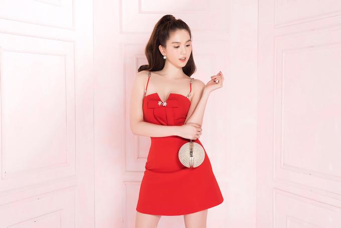 Ngọc Trinh theo đuổi phong cách thời trang hiện đại, tối giản.