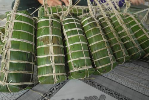 Bánh Tét món ăn đậm chất Nam Bộ được gói bởi những người phụ nữ miền Tây vào mỗi dịp Tết.