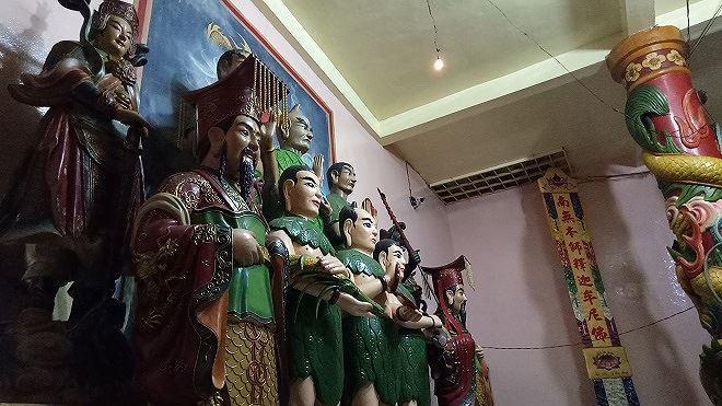 Ngoài thờ Phật, ngôi chùa còn thờ Tiên, Thánh