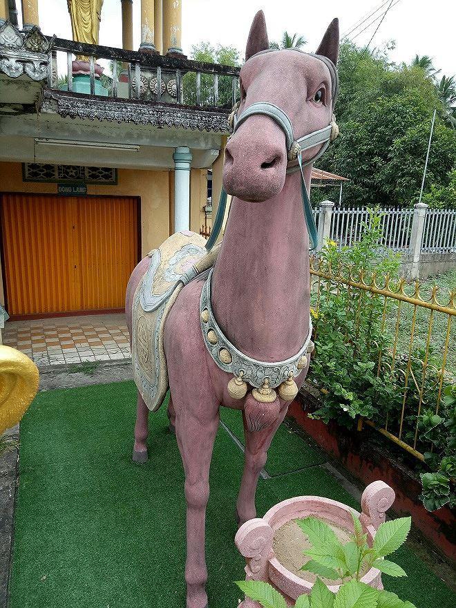 Tượng ngựa Xích Thố uy nghiêm, sừng sững