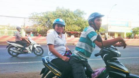 Vợ chồng chị Sang đến cơ quan chức năng trình báo vụ cướp vào trong lúc đang đi vệ sinh.