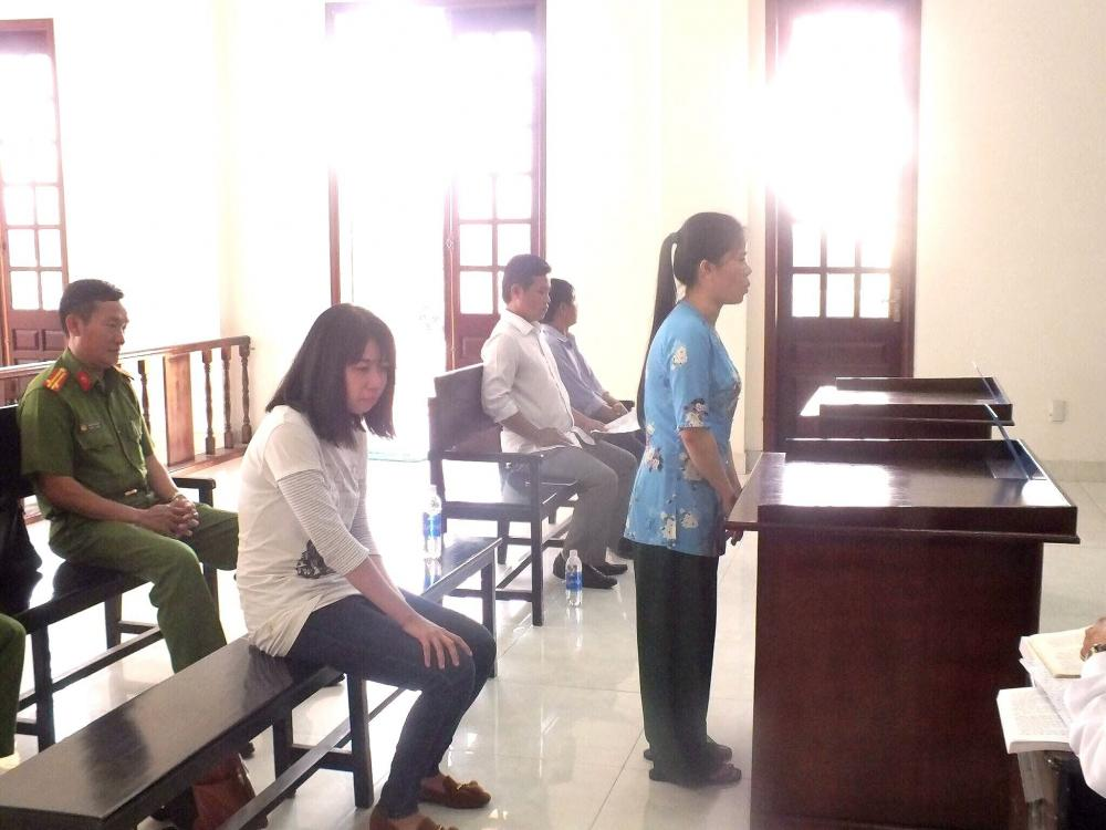 Hai bị cáo tại tòa. Ảnh: Tân Châu