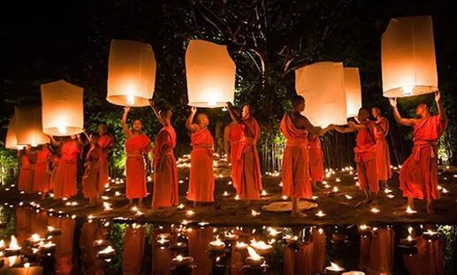 Thả đèn trong lễ hội Ok Om-bok.