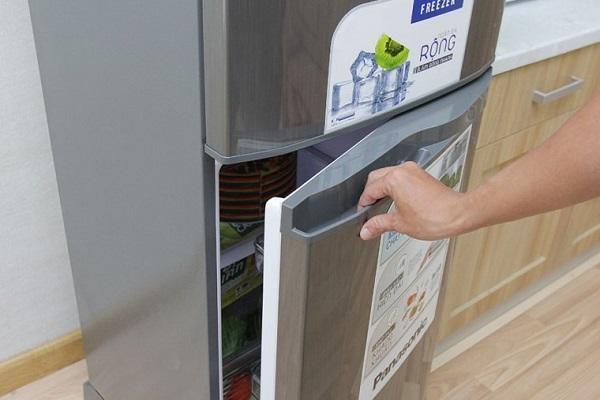 Mở tủ lạnh khi cần thiết và không để ở tình trạng mở quá lâu.