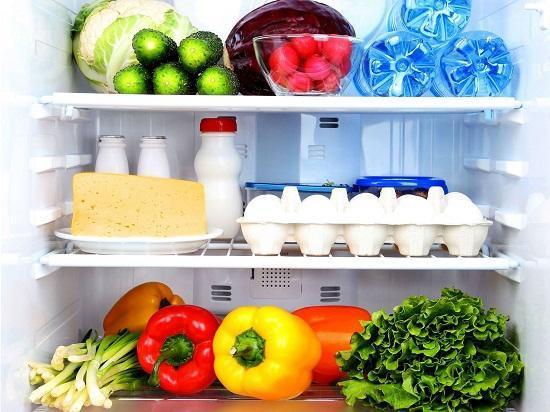 Hãy sắp xếp thực phẩm trong tủ lạnh hợp lý, có thể góp phần tiết kiệm điện năng.