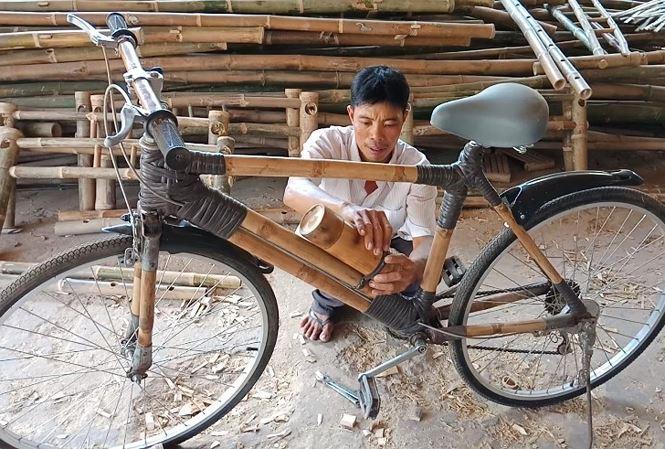 Anh Trì Cảnh bên chiếc xe đạp độc đáo của mình - Ảnh: Kim Hà.