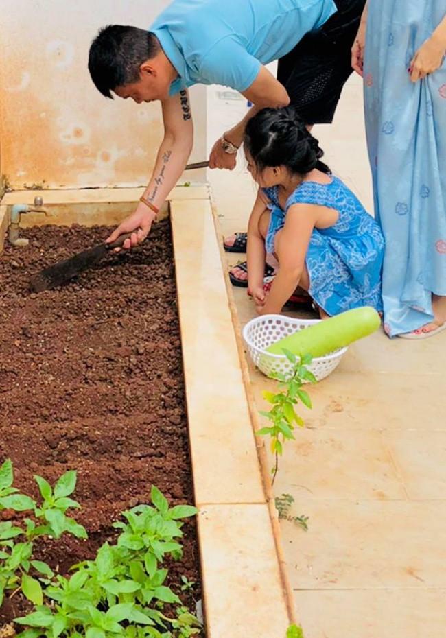 Đây cũng là nơi cả gia đình cùng nhau làm vườn.