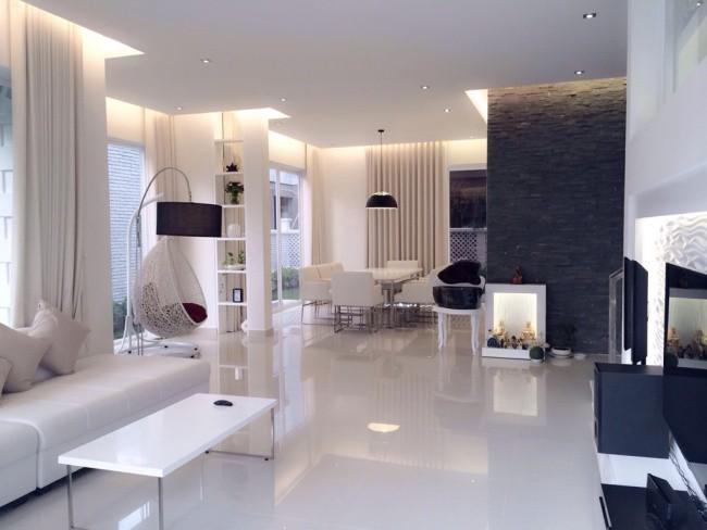 Ngôi nhà với tông trắng hiện đại, tạo độ thoáng sáng và nét đẹp tinh tế khi ngắm nhìn từng góc nhỏ.
