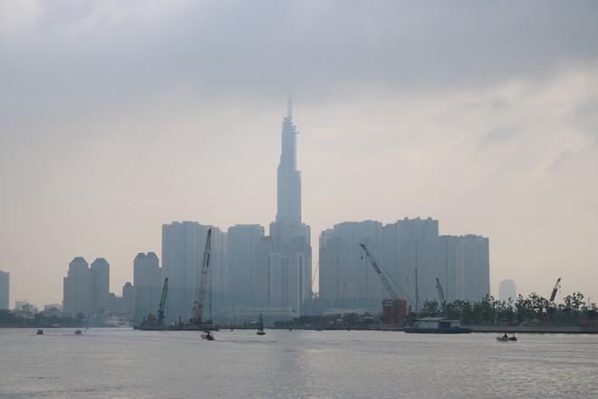 Sương mù xuất hiện lúc sáng sớm ở TP.HCM hôm nay. Ảnh: Nguyễn Diễm.