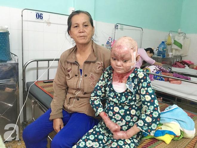 Lo sức khỏe mẹ mỗi ngày một yếu, Dương chỉ mong mình có thể mau chóng khỏi bệnh.