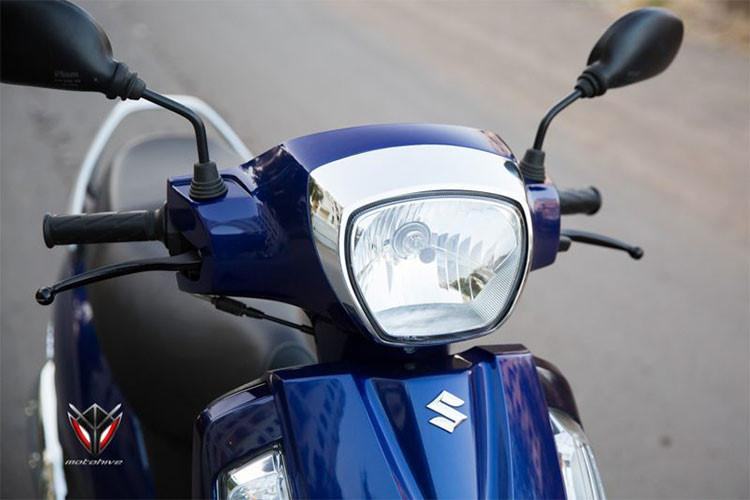Phần đầu xe có thiết kế đơn giản và vuông vắn, thể hiện rất rõ với đèn pha to, mặt na trước thiết kế trơn, đèn xi nhan và đèn định vị có thiết kế dọc đơn giản. Đèn hậu được thiết kế thành cụm với đèn phanh chính giữa và đèn xinhan bố trí hai bên, phía trên đèn phanh là ốp viền crôm nổi bật.