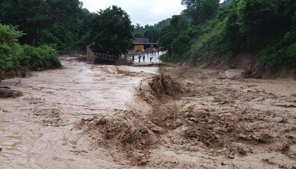 Người dân vùng núi cần đặc biệt đề phòng nguy cơ lũ quét, sạt lở đất trong mưa lớn