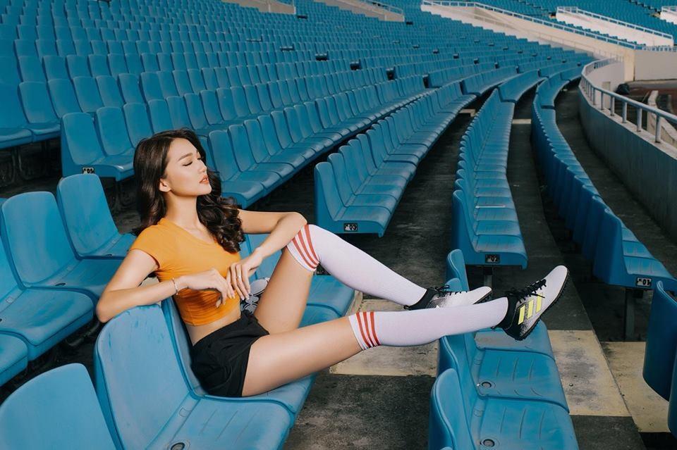 """Sau khi lọt tốp 10 Hoa hậu Hoàn vũ 2017, Ngọc Nữ được cho là """"bạn gái"""" của tuyển thủ U23 Việt Nam Phan Văn Đức. Ảnh: NVCC"""