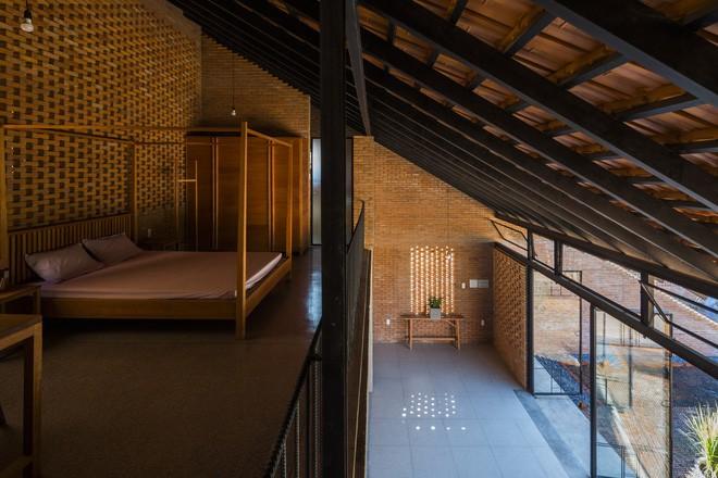 Phòng ngủ trên tầng lửng bố trí độc đáo.