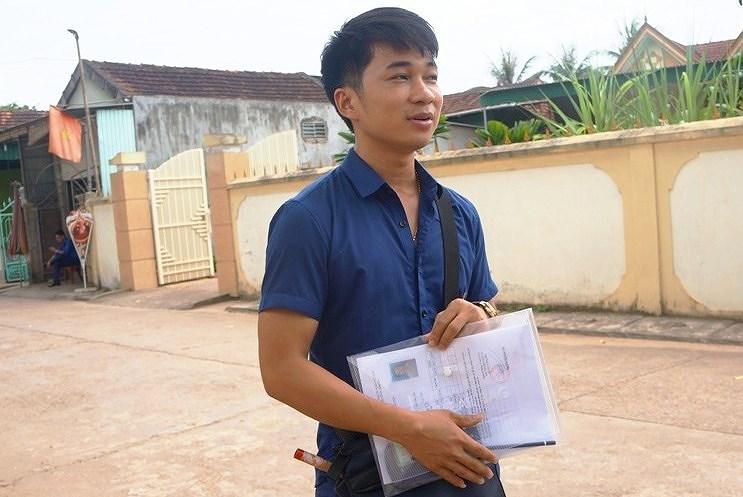 Thí sinh Nguyễn Văn Mão đi thi với chiếc sáo trúc bên người.