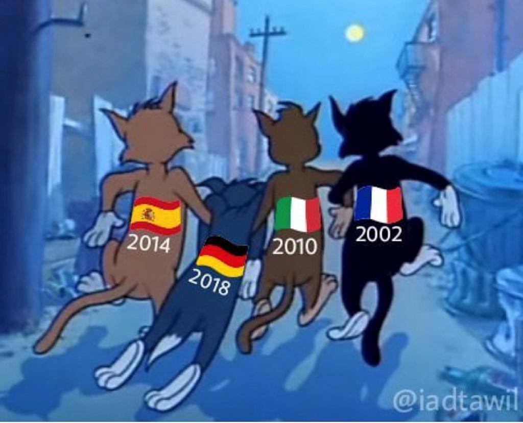 Đương kim vô địch các năm cùng dìu đội tuyển Đức ra về.