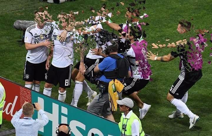 Khoảnh khắc hạnh phúc khi Kroos ấn định chiến thắng trước Thụy Điển giờ chẳng còn ý nghĩa gì.