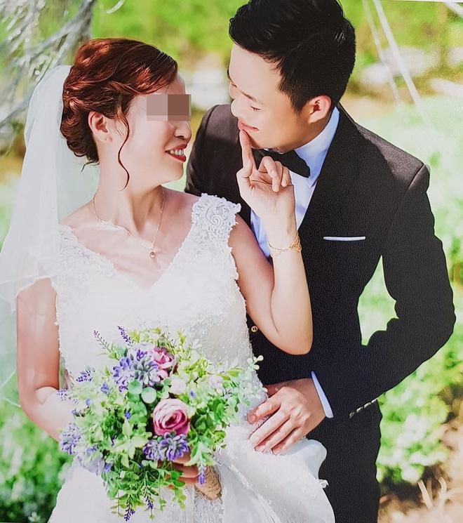 Cả hai vợ chồng đang sống hạnh phúc bên nhau.