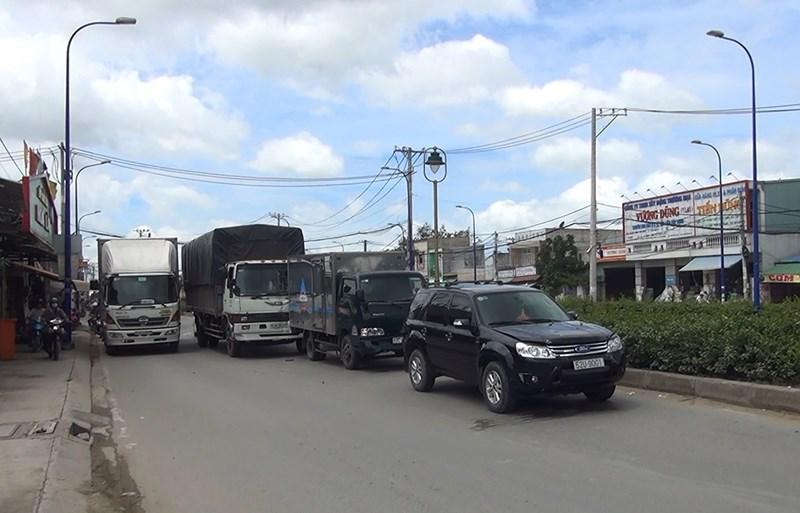 Vụ va chạm liên hoàn giữa 4 xe xảy ra trên đường Trần Văn Giàu trưa 11/7.
